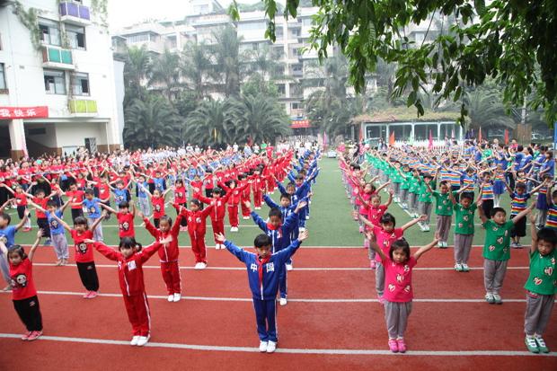 ——成都市龙江路小学(南区)一年级亲子运动会图片